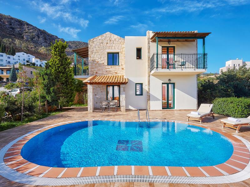 Villa with private pool (3 bedrooms / 6-7 guests)