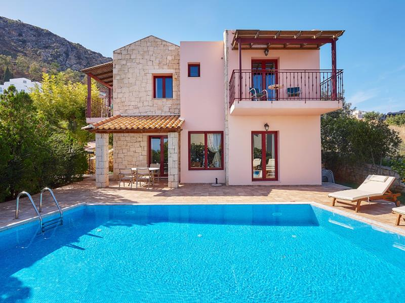 Villa with private pool (4 bedrooms / 8 guests)