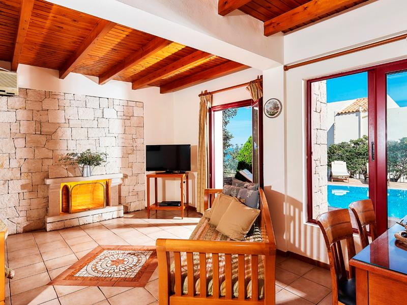 Villa with private pool (8 guests)